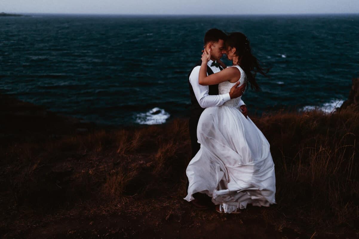 Фотосесия на нос Агалина с младоженците